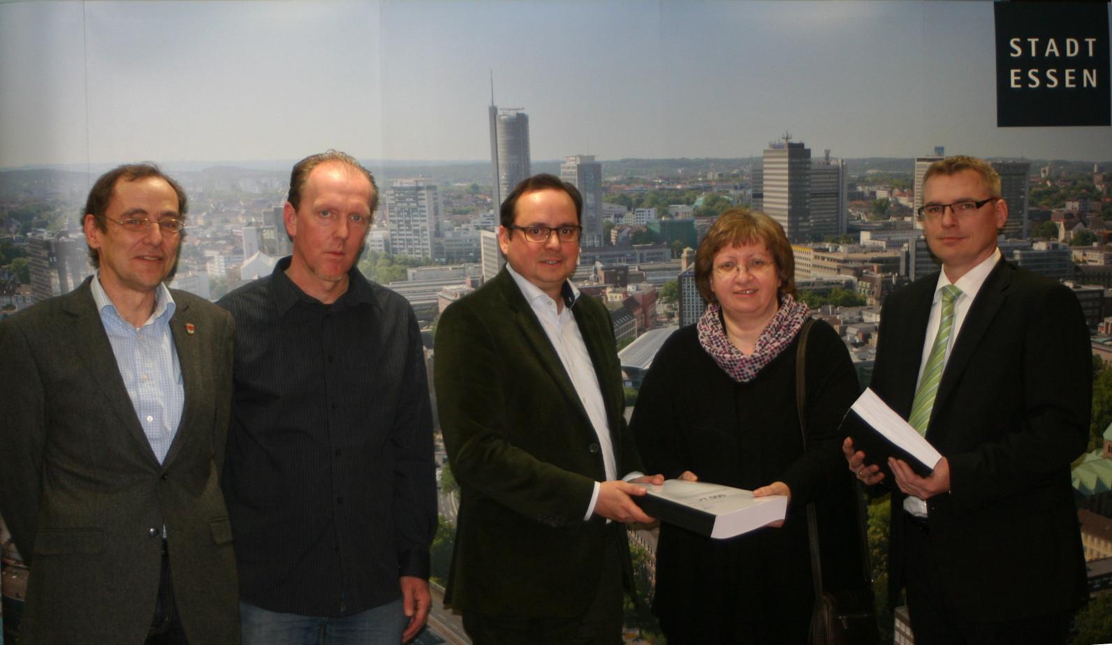 Foto: Thomas Pelka © Von links nach rechts: Thomas Pelka (Krayer Bürgerschaft); Andreas Kirchmann(BI); Thomas Kufen(OB); Karin Pfeffer(BI); Christian Kallweit(BI)